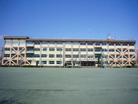 現地周辺八王子市立横川中学校 898m