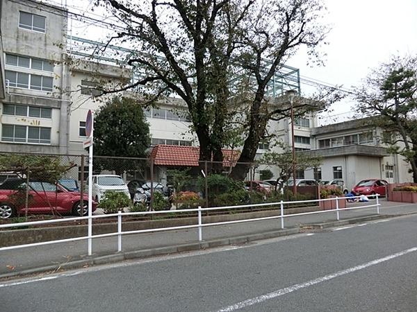 現地周辺横浜市立万騎が原中学校 850m