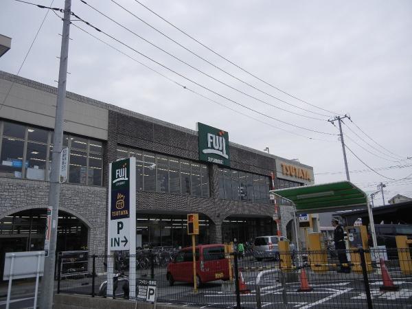 現地周辺Fuji寒川店 593m