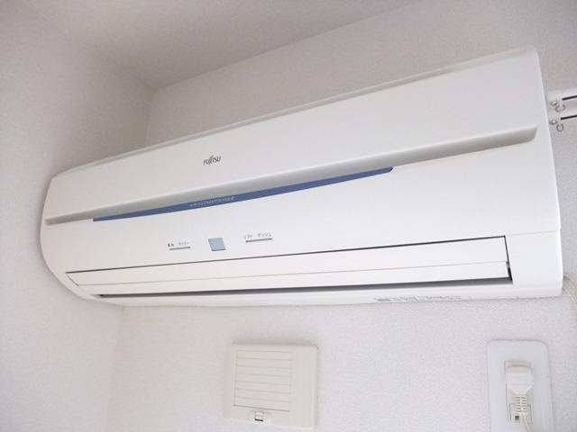 居室エアコン1基完備です。(LDK)