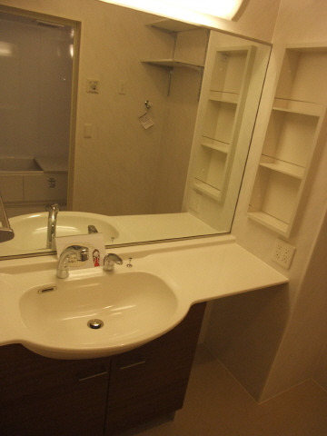 まるでホテルの用な洗面台!収納も優れています♪