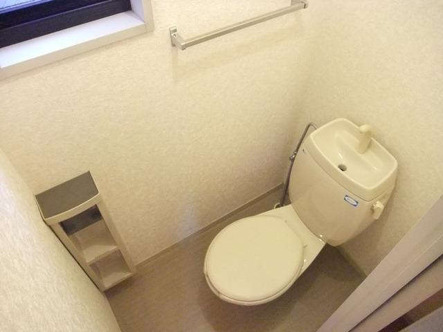 居室トイレにも窓あり