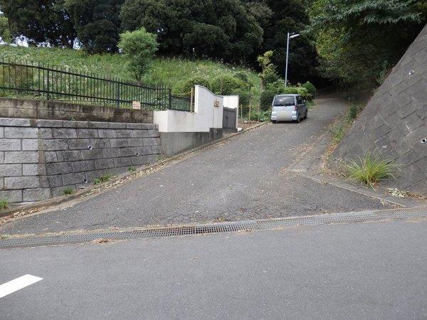 その他前面道路含む現地写真:自由に好きな建物を建ててください!