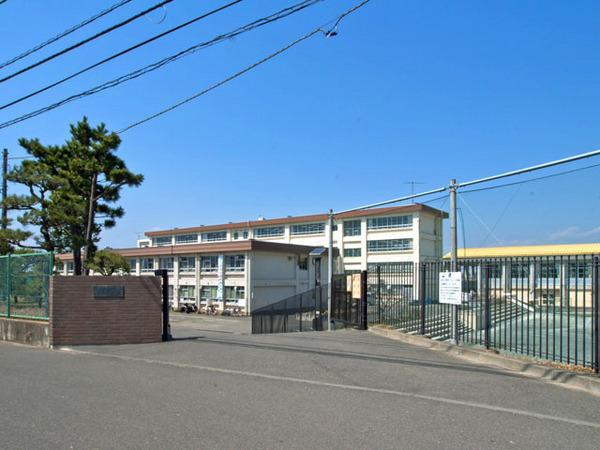 現地周辺松林中学校 1076m